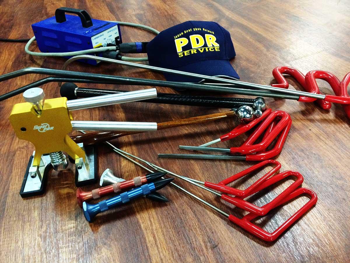 デントリペア専用特殊工具の中、40種類以上のデントリペアツールの一部。