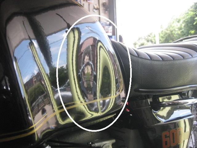BMWバイクタンクのビックデント。