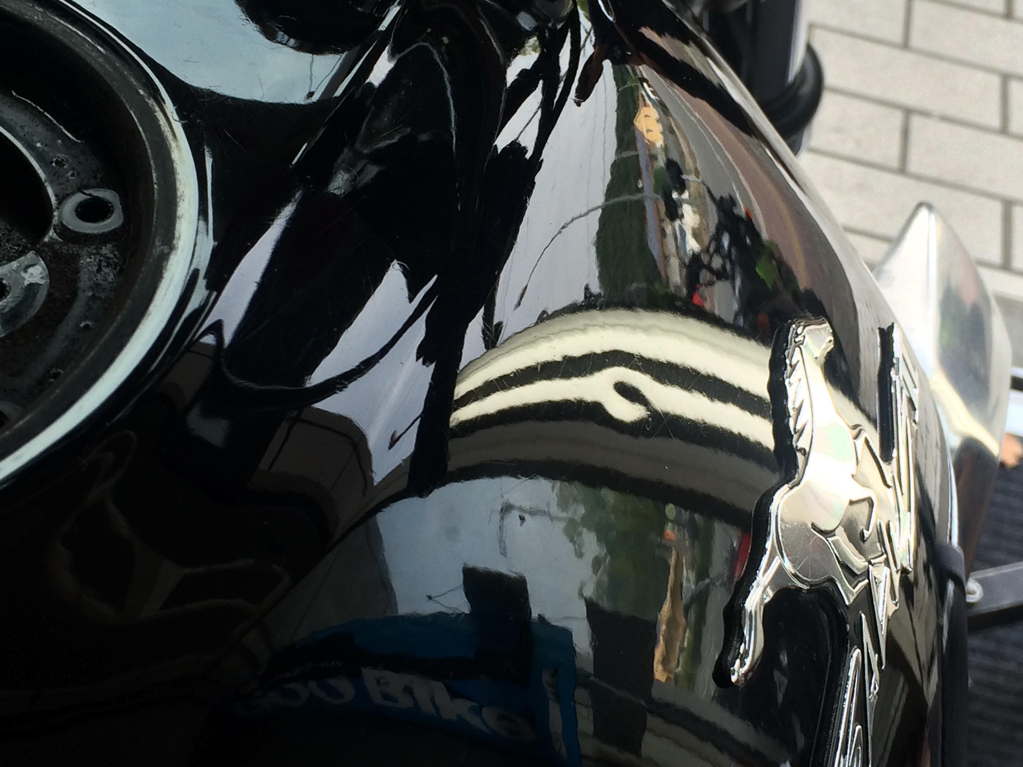 バイクタンクのチョッとした凹み。バリオス2