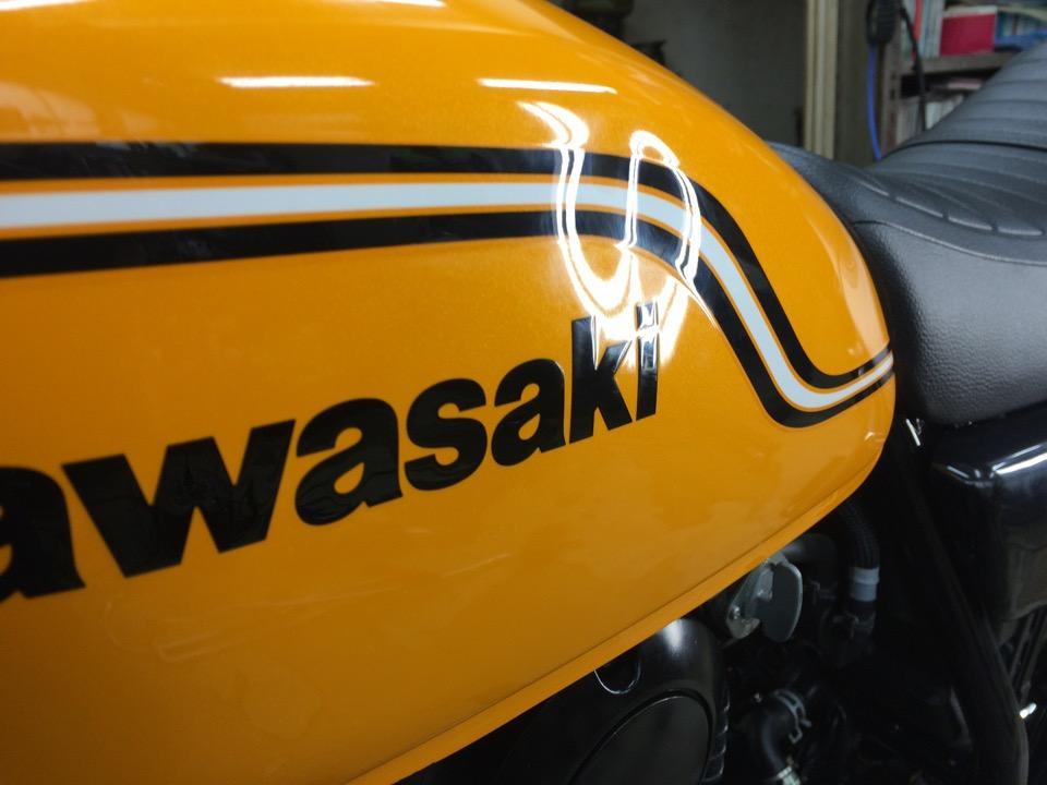 バイクタンクに意外と簡単には入らず。カワサキ 250TR