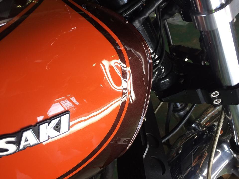 カワサキ Z2の慎重にバイクタンクのデントリペア。