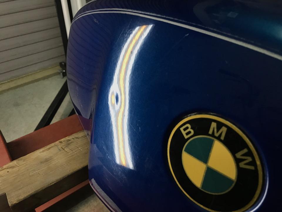 細心の注意を払いながらの作業です。BMW R100RS 東京都