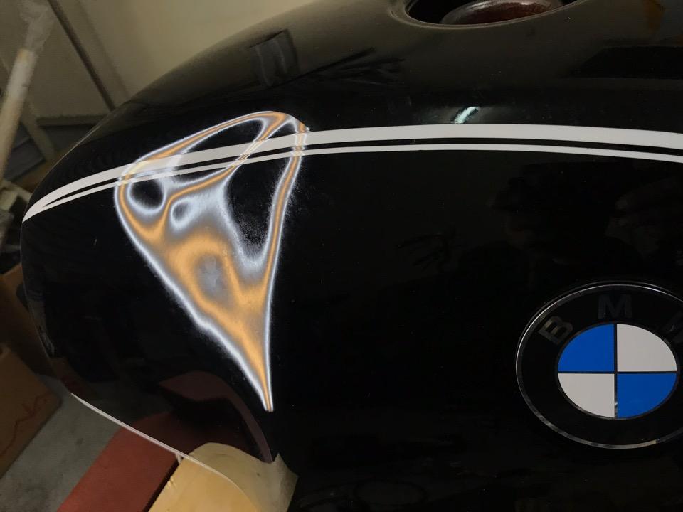 プレスが横にズリッと潰れです。BMW R100RS 三重県