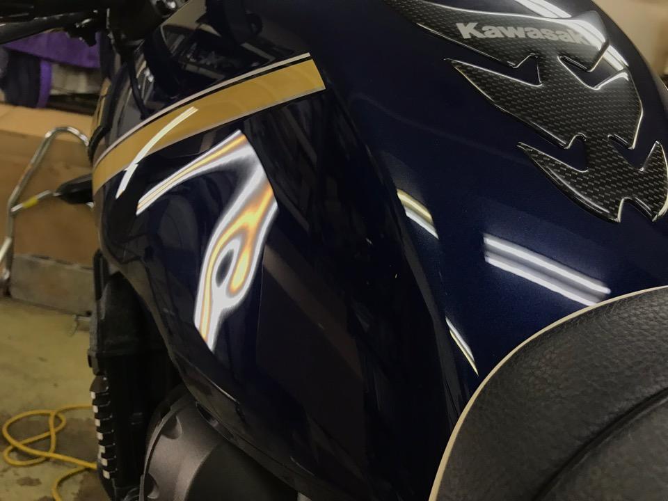 バイクを股がる時に目に止まる箇所。ZRX