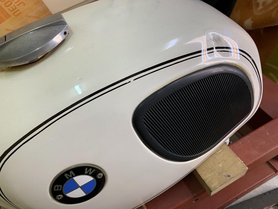 プレスラインの潰れ。BMW R75/5 東京都