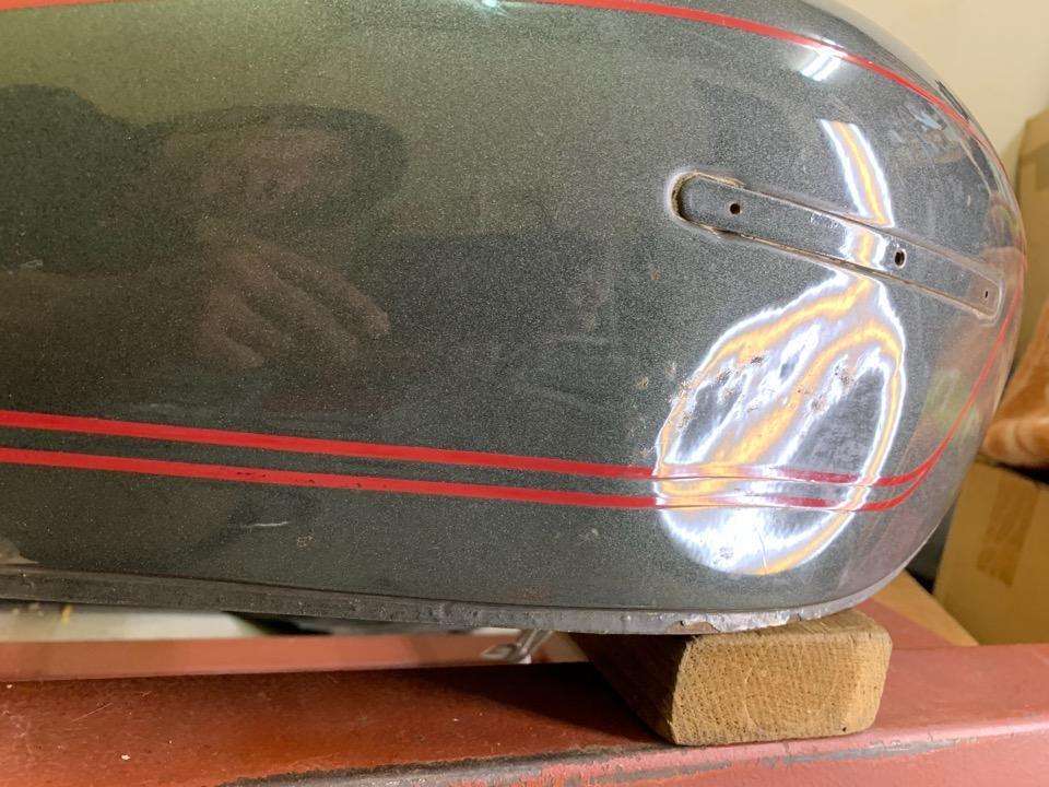 タンクの内部構造が凹みに影響します。スズキGS400