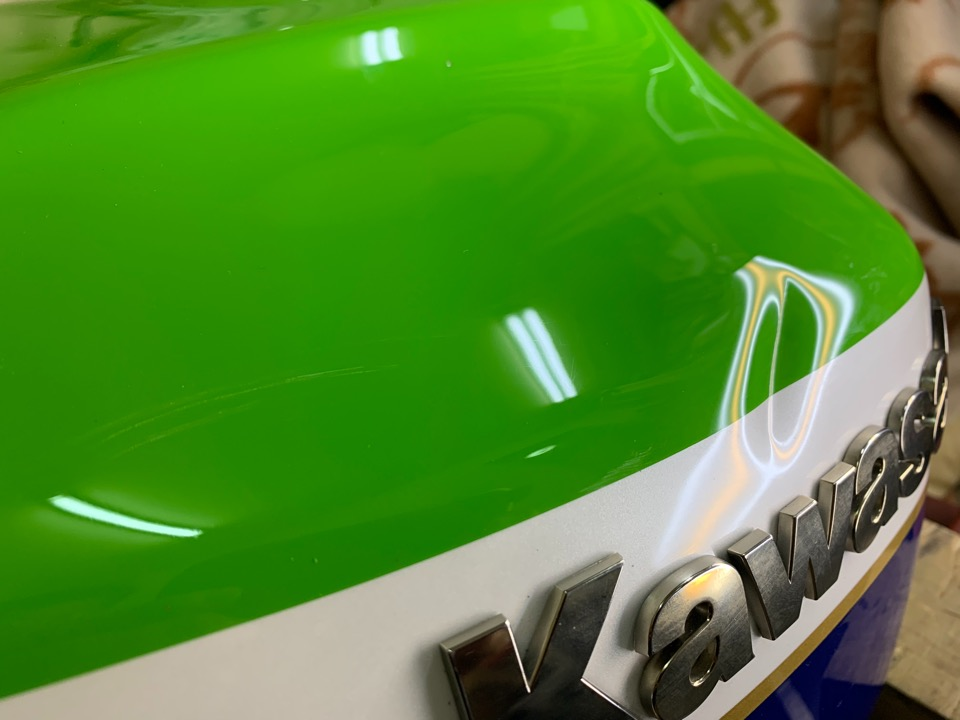 Kawasaki ZRX1200Rの斜めにガッツリ深い凹み。北海道