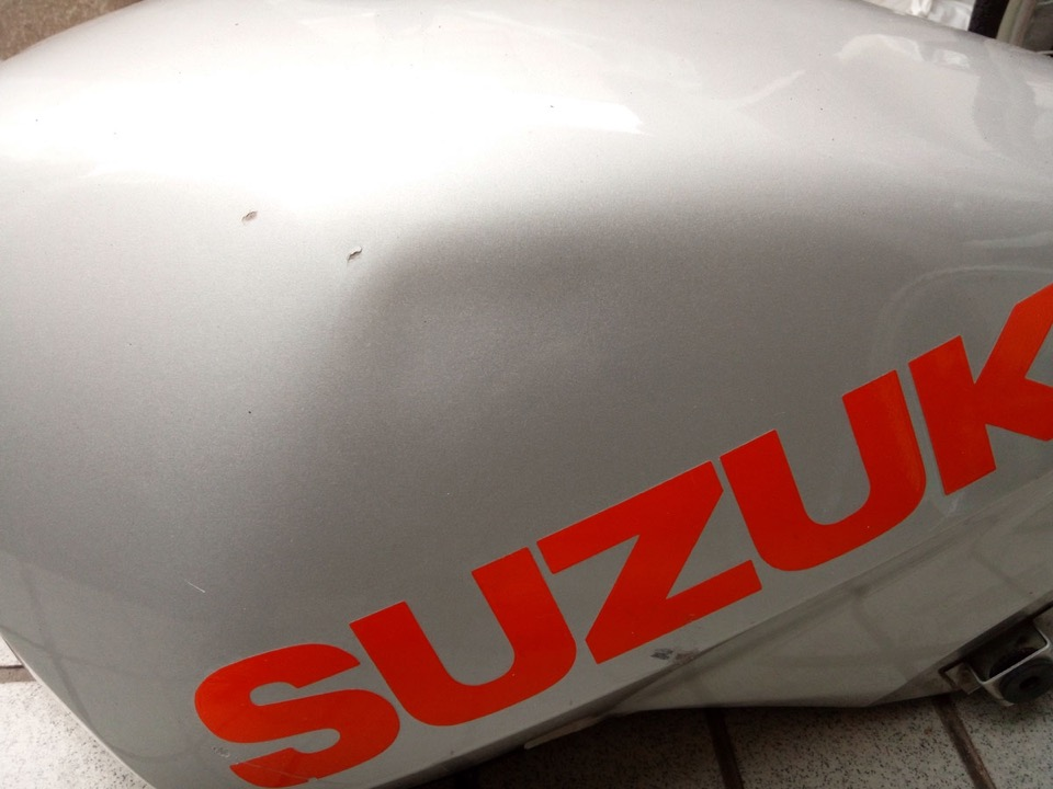 スズキGS650Gの握り拳くらいの複雑な凹み。兵庫県