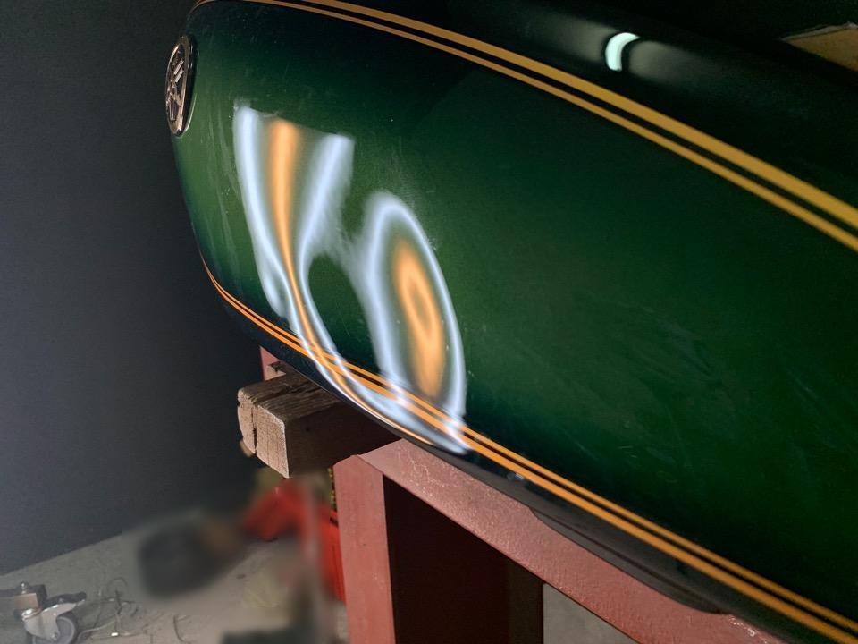 塗装を塗り直す必要がない修理方法。ヤマハSR400 愛媛県