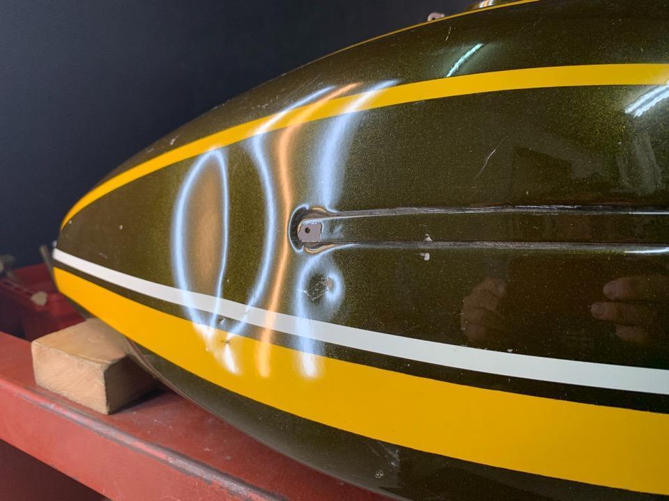 タンクの塗装をオリジナルのままで。カワサキZ2 埼玉県