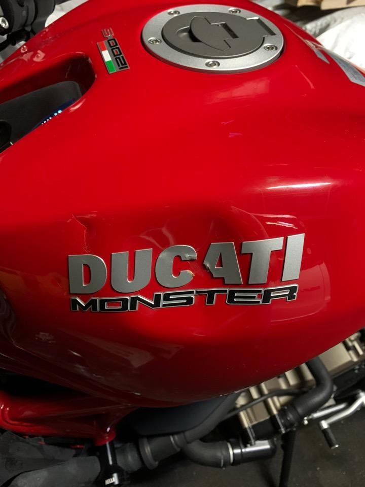 タンクの種類、年式などでやり易さは変わります。ドゥカティ モンスター1200S 愛知県