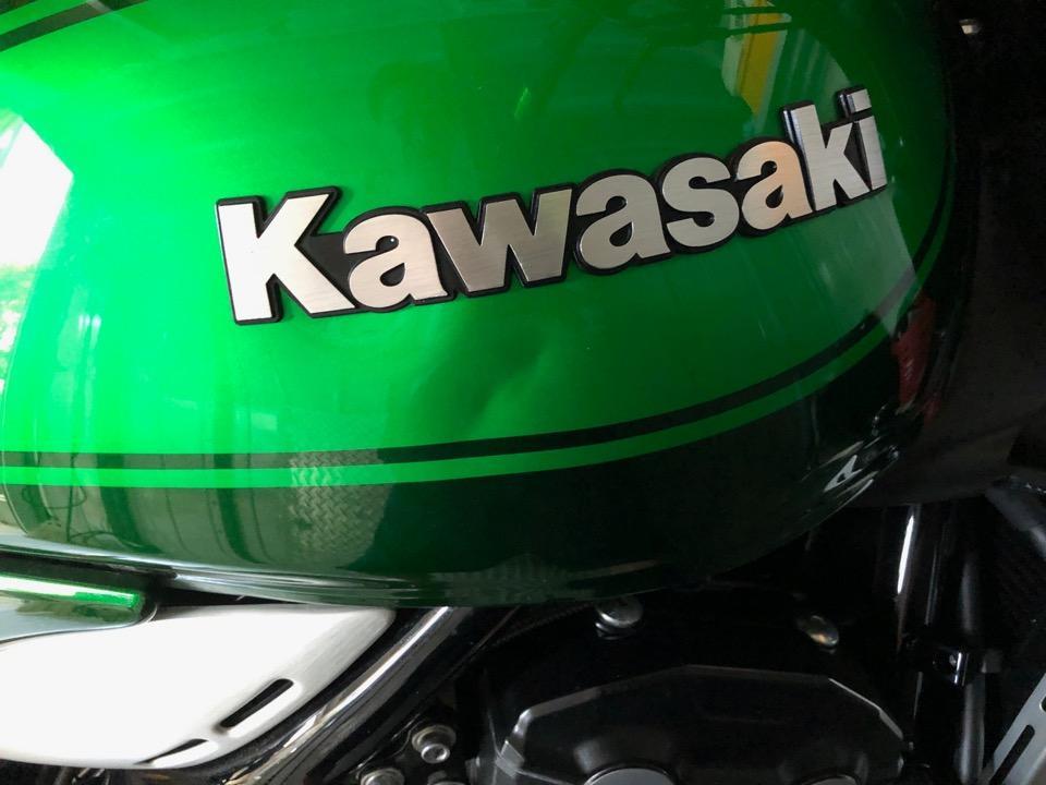 バイクタンクのデントリペアは経験値がないと判断が難しい。Z900RS 新潟県