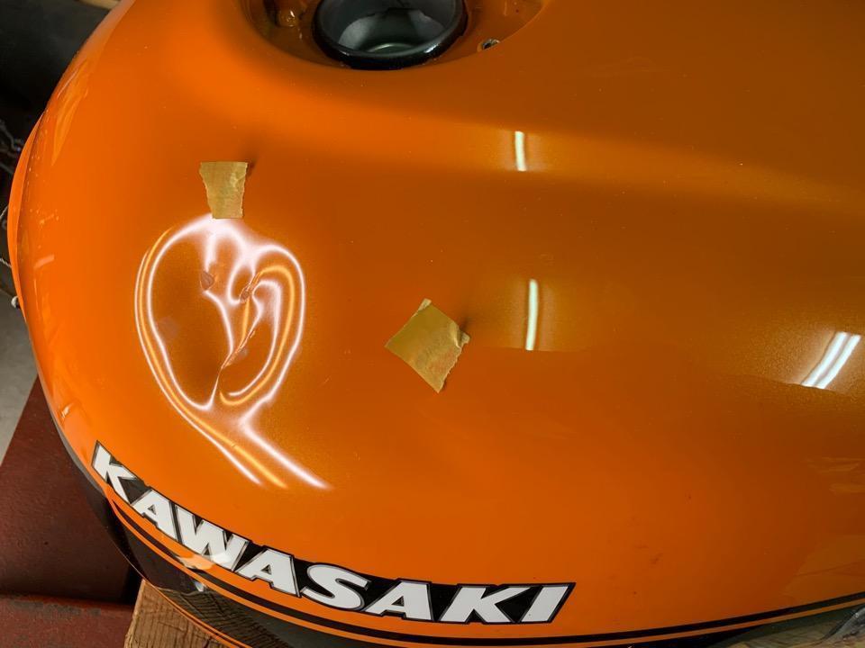 カワサキZ900RSの立ちゴケによるガッツリ凹み。和歌山県