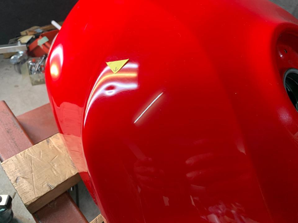 ホンダVTR1000F デントリペアの難易度はタンク形状も影響。大阪府
