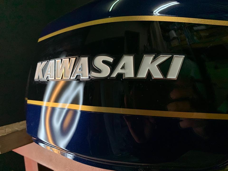 Kawasaki ZRX-Ⅱ、立ちゴケの凹み。兵庫県神戸市