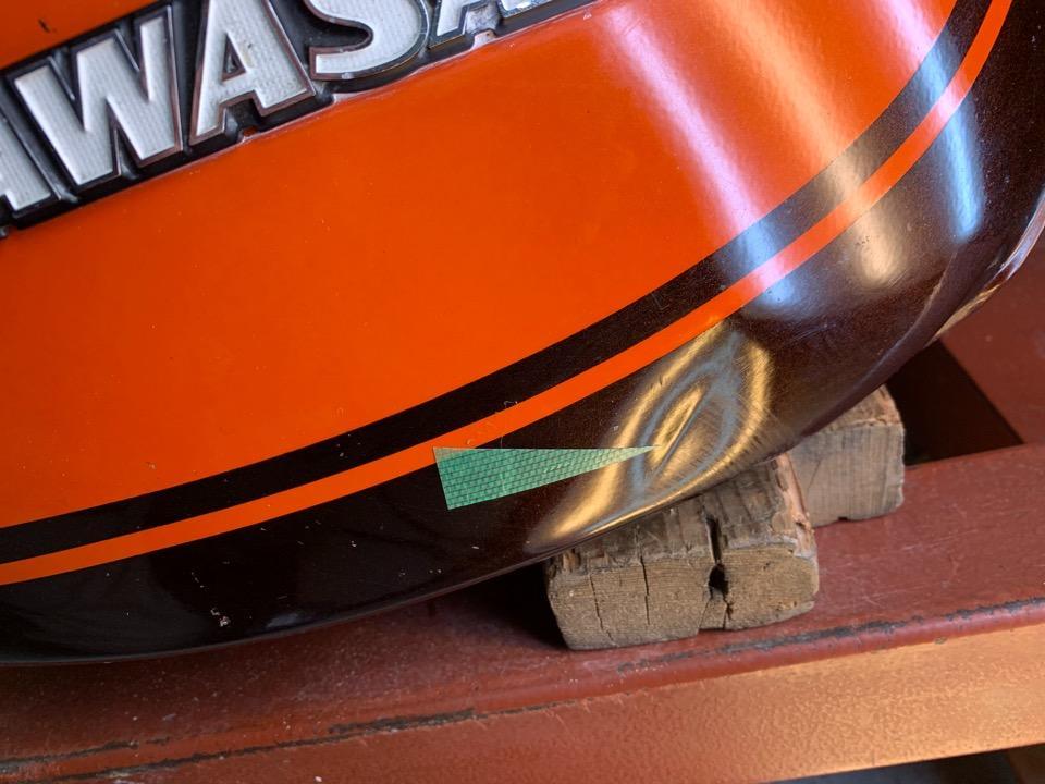 カワサキZ2、バイクタンクの複数箇所の凹み直し。宮城県