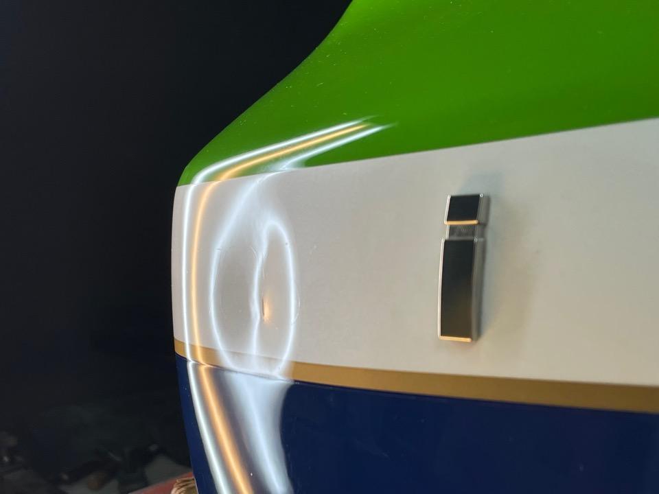 カワサキZRX1200Rのタンクの凹み。埼玉県