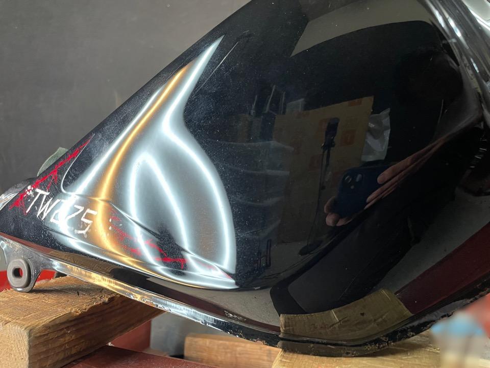タンクはカラー、文字、デザインで再塗装しにくいもの。ヤマハTE225 静岡県